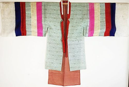 Rare/Fine Woman�s Trasitional Ceremonial Costume �Wosam�