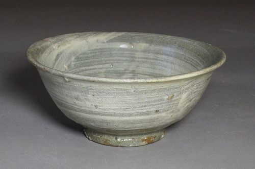 A Very Fine Brushed White Slip Decorated BuncheongTea Bowl-16th C.