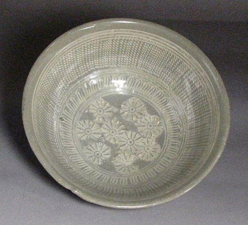 A Very Fine / Rare Buncheong White Slip Inlaid Bowl-15th C.: