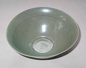 A Finely and Evenly Glazed Celadon Bowl