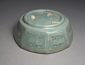 Very Fine Celadon B/W Slip inlaid Octagonal Bowl