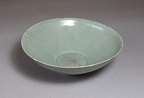 A Very Fine Sea-Green Celadon Foliate Rim Bowl
