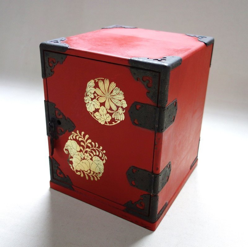 Japanese Vintage Wooden Lacquer Small Drawer with Makie