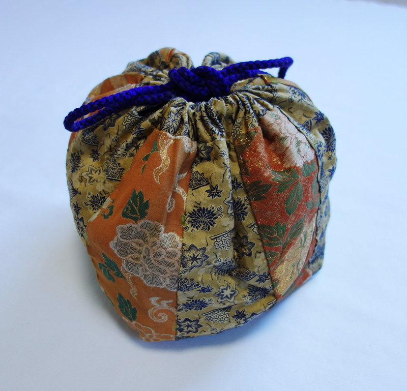 Japanese Vintage Textile Yose-gire Bag Made of Silk Brocade