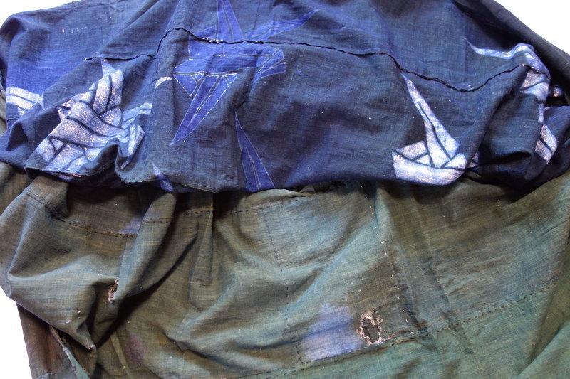 Japanese Antique Textile Cotton Futonji with Tsutsugaki Orizuru Design