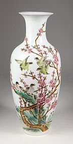 Chinese Famille Rose Porcelain Vase with Birds