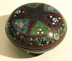 Meiji Round Cloisonne Box with Large Star Design