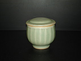 Song Yuan longquan celadon alm bowl with cover