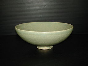 Song Yuan longquan celadon large alms bowl