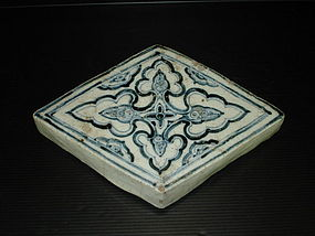 Rare Vietnamese annamese blue and white tile