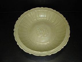 Fine Yuan longquan celadon large lobbed dish 34.5cm