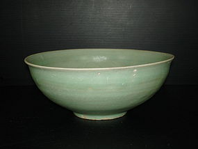 Rare southern Song longquan celadon large bowl 21.5cm