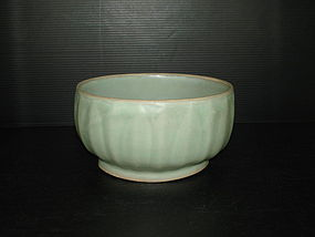 Song dynasty longquan celadon large drum shape bowl