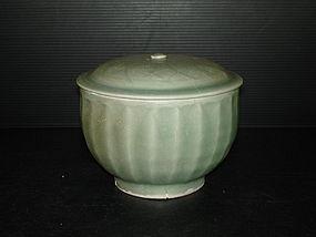 Rare Song longquan celadon large drum shape cover bowl