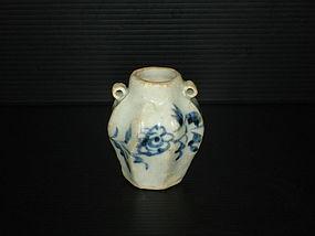 Rare Yuan dynasty blue and white star shape jar