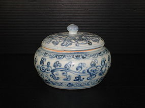 Rare Ming 15th century blue and white large covered jar