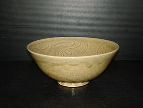 Rare northern Song longquan flower carved large bowl