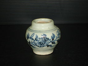 Rare Yuan dynasty blue and white small guan jar