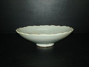 Yuan dynasty shufu ware large lobbed bowl