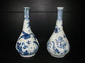 Sample of Ming wanli blue and white bottle vase