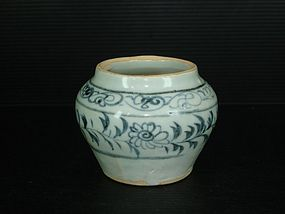 Rare Yuan dynasty blue and white big guan jar