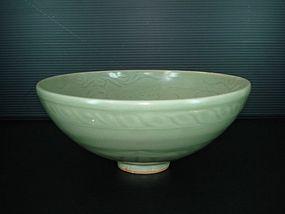 Rare Ming yongle longquan celadon large carved bowl
