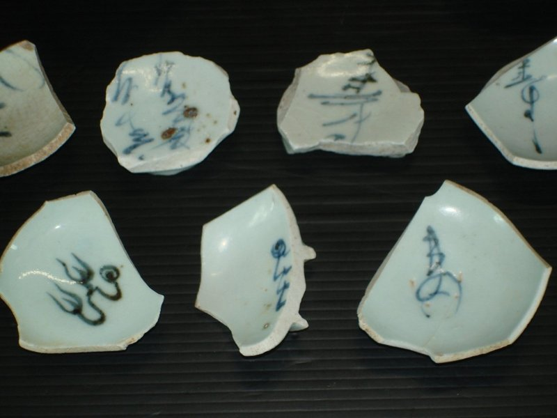 Shards of Yuan blue and white chaligraphy