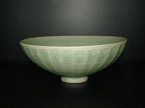 Fine Song dynasty longquan celadon large bowl 21cm