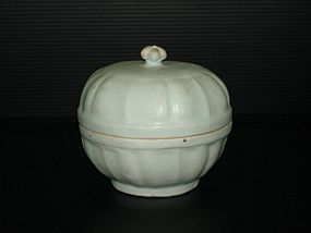 Yuan - Ming lobbed qingbai cover box