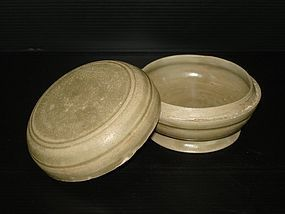 Five dynasties celadon Yue ware cover box