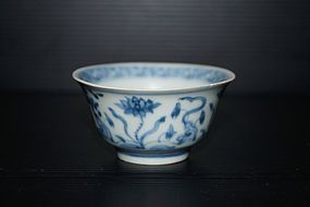 Ming Chenghua blue and white cup, Xuande marked