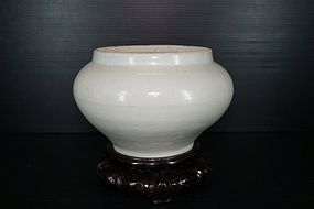 Fine northern Song Ding ware large jar