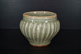 Rare Song longquan celadon big ribbed jar