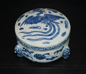 Ming Hongzhi - Zhengde cover box with three legs