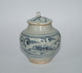 Yuan dynasty blue and white small jar with cover