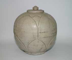 Rare Five dynasties Yue ware celadon carved large jar with cover
