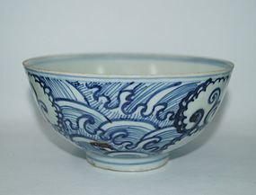 Rare Late Ming blue and white large bowl weaves motif