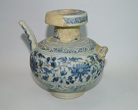 Rare Yuan dynasty blue and white large ewer