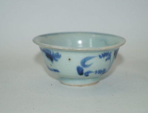 Late Yuan - early Ming Hongwu blue and white tea cup