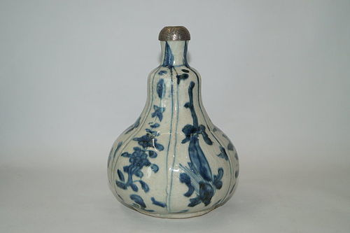 Rare late Ming Wanli period pear shape Dragon vase.