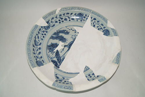 Rare Yuan dynasty blue and white large plate