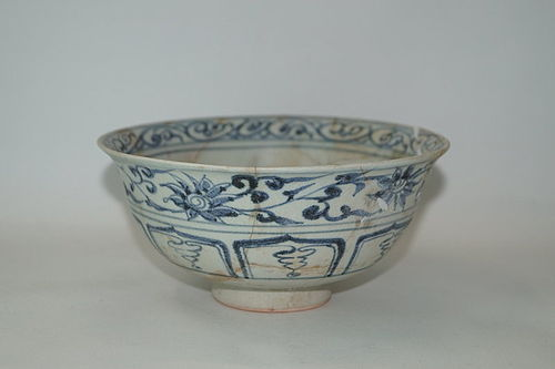 Rare Yuan dynasty blue and white large bowl