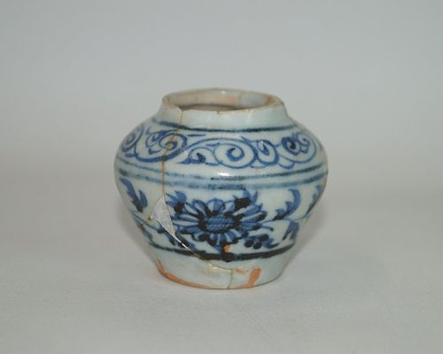 Rare sample Yuan dynasty persian blue and white jar