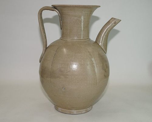 Rare Tang - Five dynasties celadon yue ware large ewer