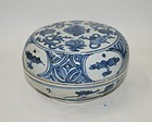 Rare late Ming dynasty blue and white large cosmetic box