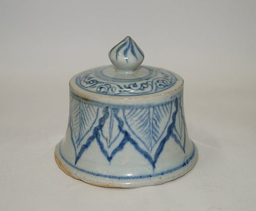 Rare Yuan dynasty blue and white cover for a large meiping