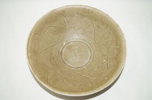 Rare nothern Song longquan celadon large bowl flower motif