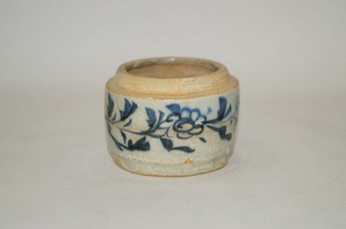 Rare Yuan dynasty blue and white srum shape jar