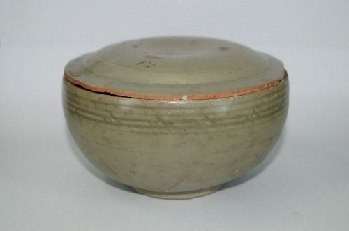 Song Yuan dynasty longquan celadon large bowl with cover