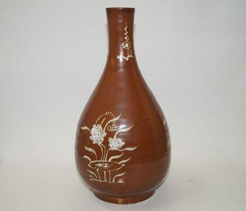 Late Ming Wanli large brown glaze white slip bottle vase flower motif